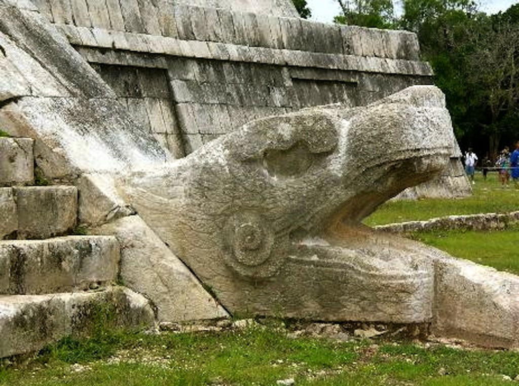 chichen-itza-the-serpent